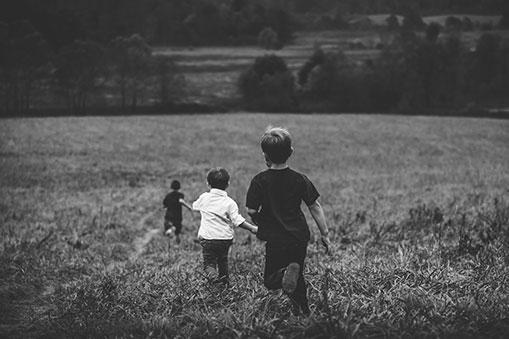 """To, že vaše detstvo bolo bezstarostné neznamená, že nemáte""""právo"""" naduševné problémy. │ Môj príbeh - Ivana Medveďová, terapeutka Cesty"""